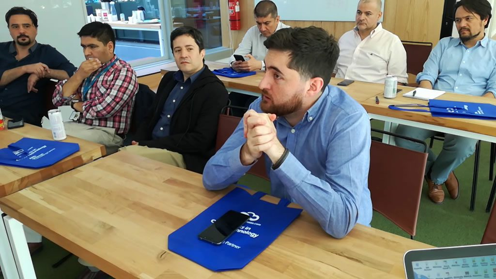 """La activa participación de los asistentes fue vital durante todo el desarrollo del Workshop """"Construyendo un Data Lake en AWS"""""""